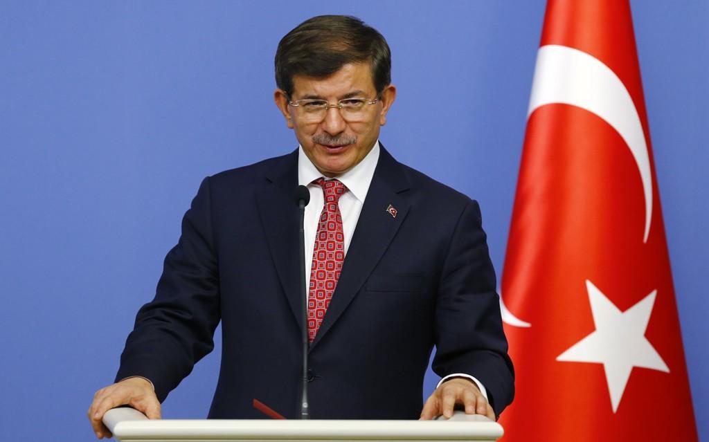 Tyrkias statsminister Ahmet Davutoglu har gitt beskjed om at den første kristne kirken i republikken Tyrkia skal bygges i Istanbul, ifølge statlige medier.