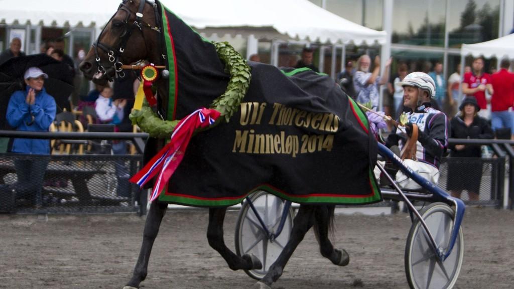 Ulf Ohlsson (her med Fire To The Rain som vant Ulf Thoresens minneløp i fjor sommer) har flere fine vinnersjanser på Ørebro søndag.