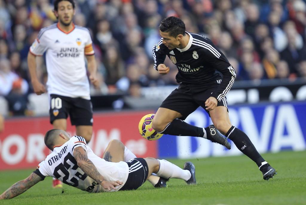 MÅLSCORERE: Både Nicolas Otamendi og Cristiano Ronaldo scoret i kampen mellom Valencia og Real Madrid.