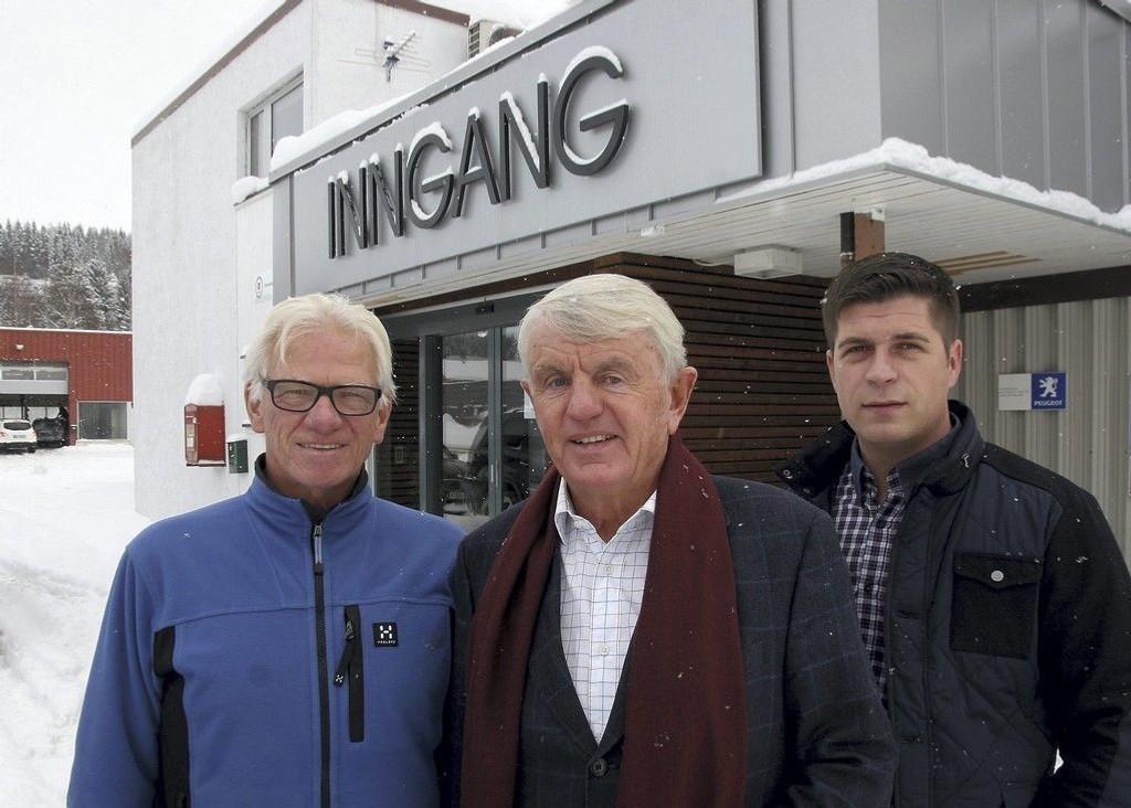 Milliardær Egil Stenshagen (midten) går motstrøms – selger eiendom og kjøper aksjer.