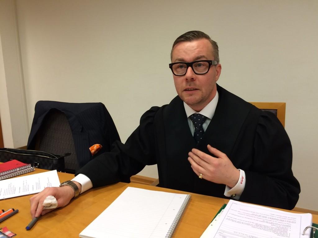 Andreas Meeg-Bentzen mener politiet kan bevise at 40-åringen har puttet store pengebeløp i lommen.