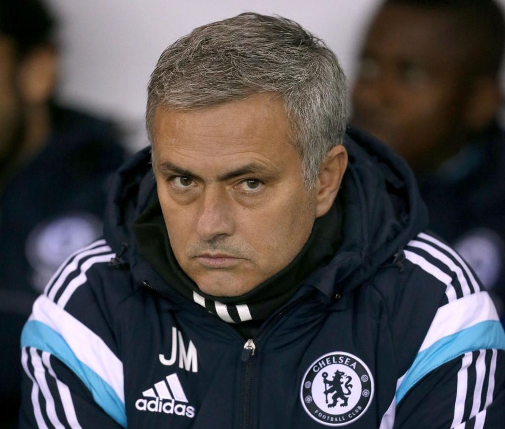 VURDERER RICHARDS: Chelsea-sjef Jose Mourinho.