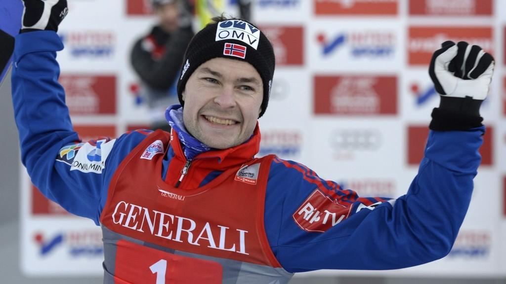 Anders Jacobsen jubler for seieren i nyttårshopprennet i Garmisch.