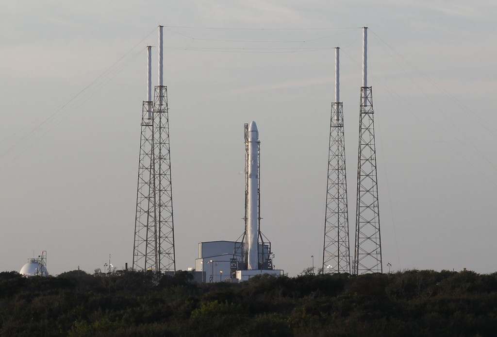 Den ubemannede Falcon 9-raketten fikk tekniske problemer da den skulle skytes opp tirsdag. Et nytt forsøk er planlagt fredag.