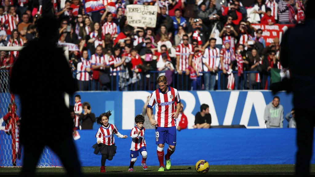 Atlético Madrid-trener Diego Simeone bekrefter at Fernando Torres er med i lagets startoppstilling til cupderbyet mot Real Madrid.
