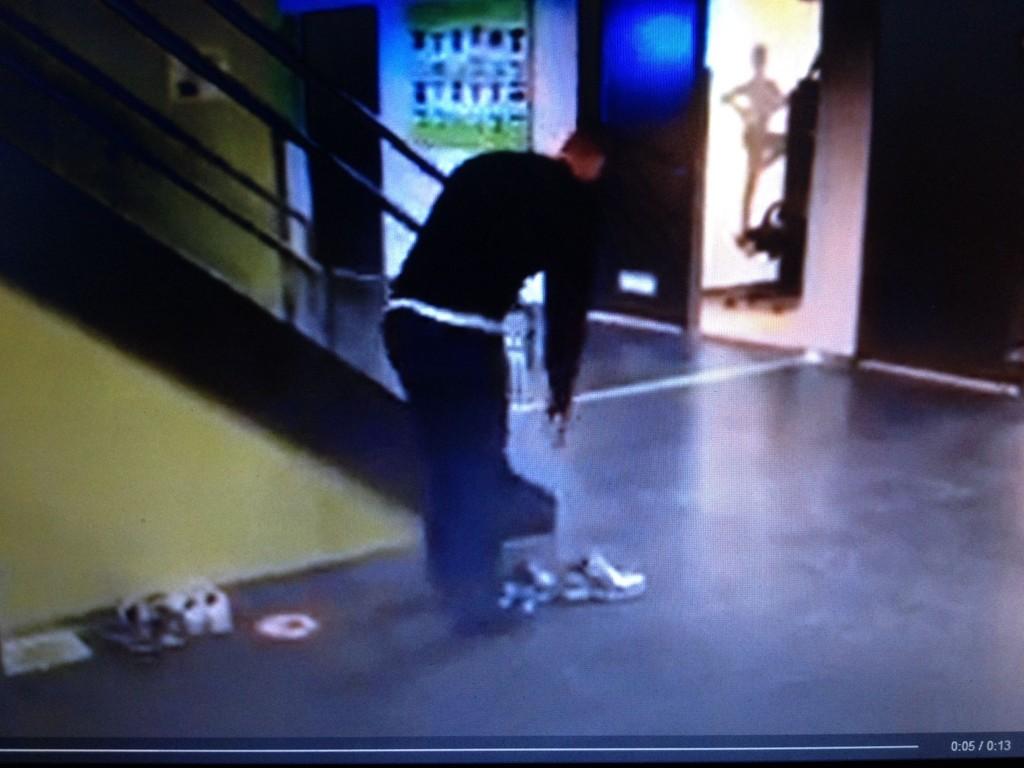 SEOGLÆR: Treningssenteret skal nå lære folk å ta av seg på bena når de kommer inn på treningssenteret på Ullevål. Foto: Elixia