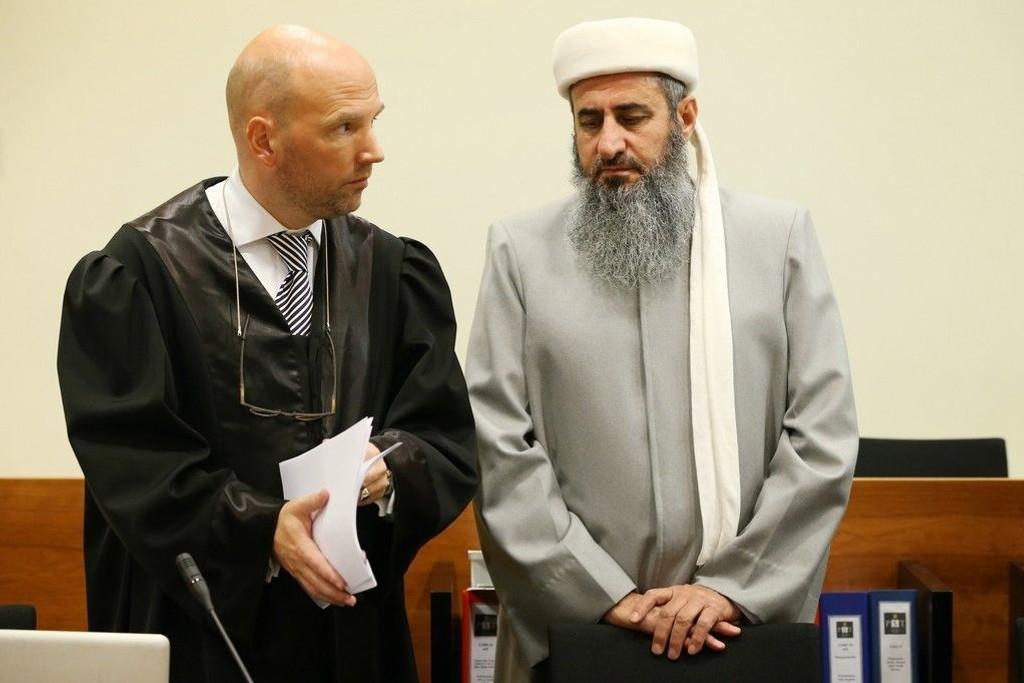 Advokat Brynjar Meling (t.v.) og Mulla Krekar før ankesaken i Borgarting lagmannsrett i 2012.