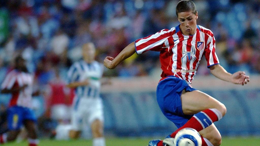 Fernando Torres avbildet i Atletico-drakt i 2004. Nå er 30-åringen tilbake i klubben der spisseventyret startet.