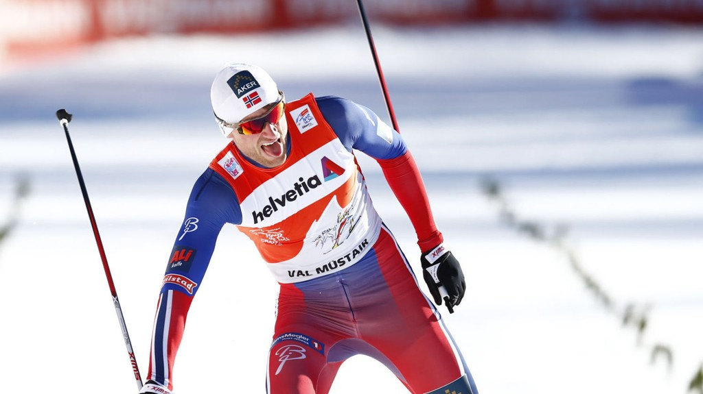 LEDER FREMDELES: Petter Northug har fortsatt noen små sekunder til gode på Martin Johnsrud Sundby.