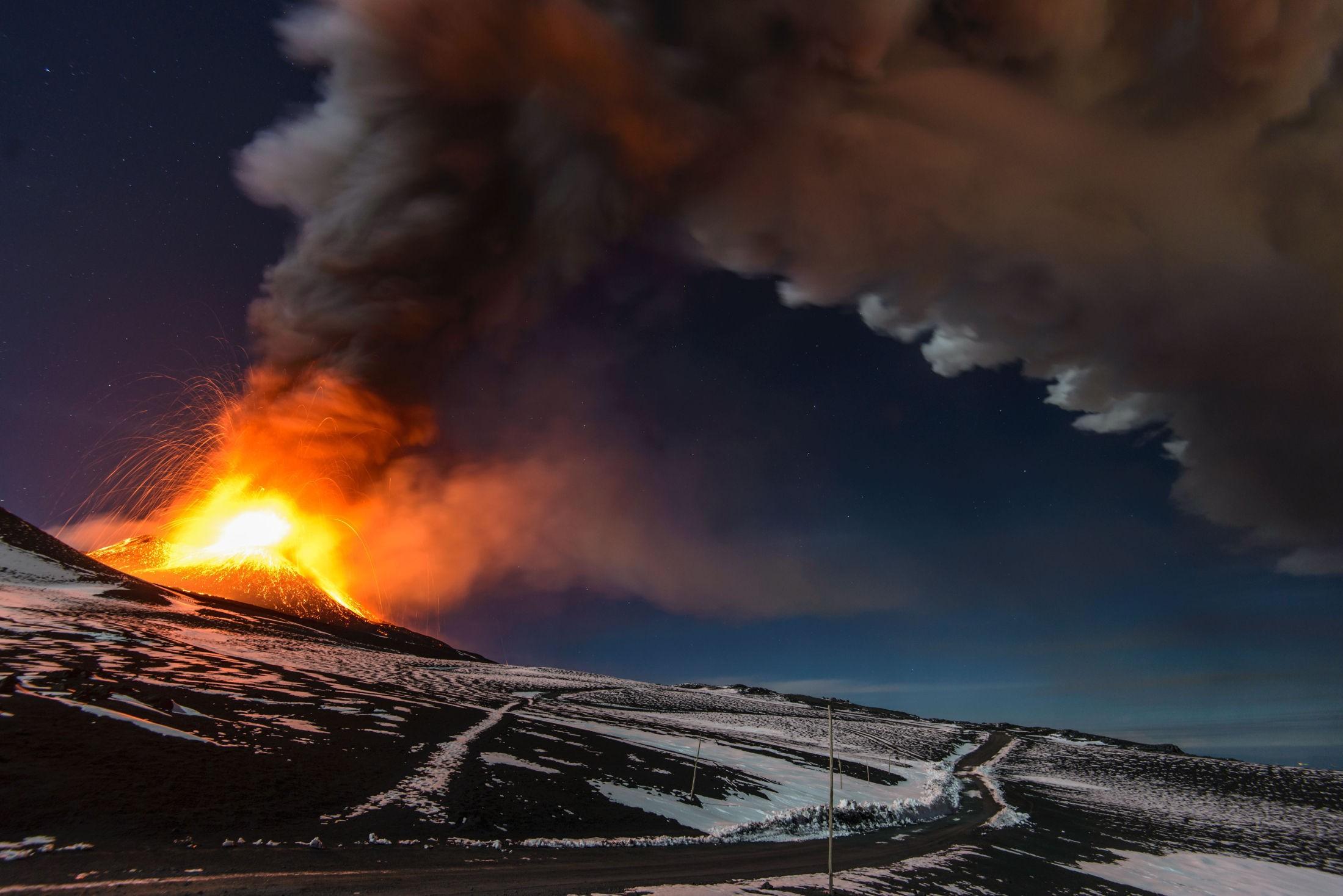 UTBRUDD: For over 250 millioner år siden hadde en rekke vulkaner i Sibir utbrudd. Noen forskere tror dette ledet til en masseutryddelse som førte til at 90 prosent av alt liv på jorden forsvant. På bildet ser vi vulkanen Etna på øya Sicilia i 2013.