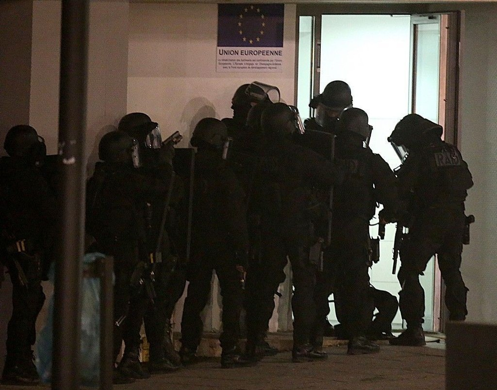 Antiterrorpolitiet innledet en massiv razzia i Reims, nordøst for Paris natt til torsdag.