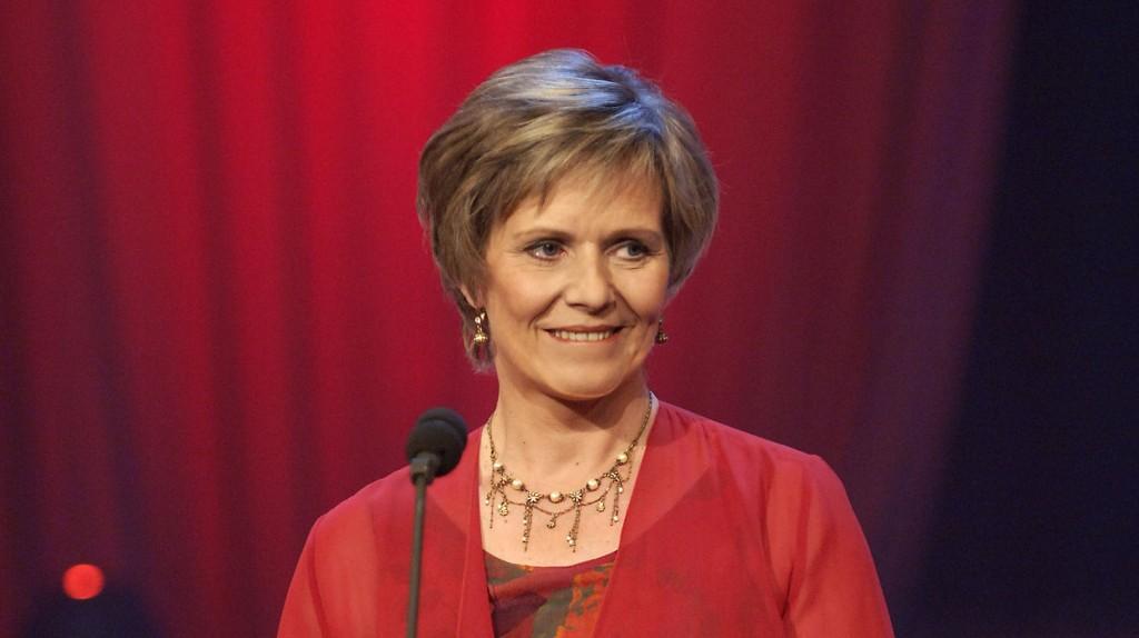 FORTELLERSTEMME: Ragnild Sælthun Fjørtoft er «voice-over» i «Bygd, reis deg» på TV 2. Mange kjenner nok henne best som tidligere kanalvert i NRK.