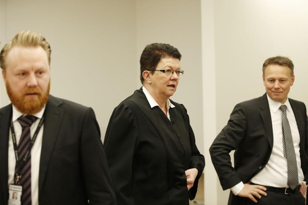 Thorleif Engers forsvarer, Ellen Holager Andenæs, sammen med førstestadsadvokat Bård Thorsen og bistandsadvokat Jan Erik Teigum i Oslo tinghus mandag.