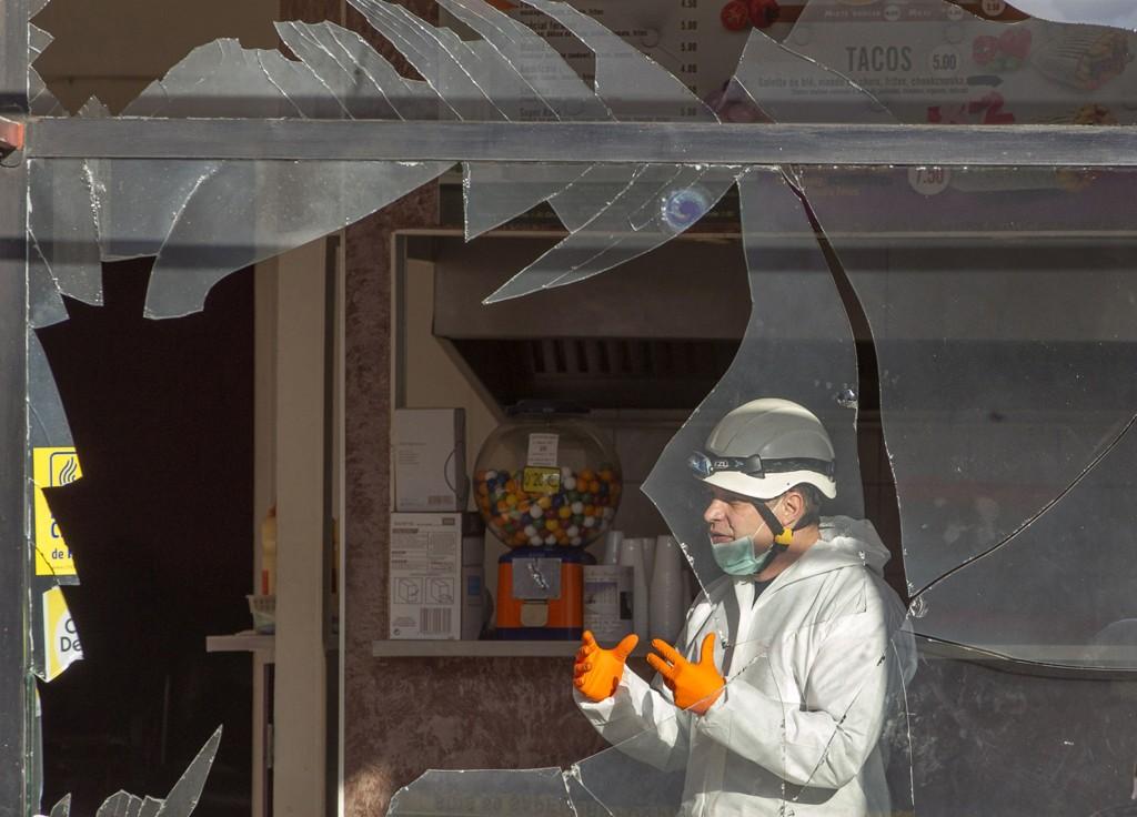 En kafé nær en moske ble rammet av en eksplosjon i Villefrance-Sur-Saone torsdag. Det er frykt for økt hat mot muslimer etter terrorangrepet i Paris.