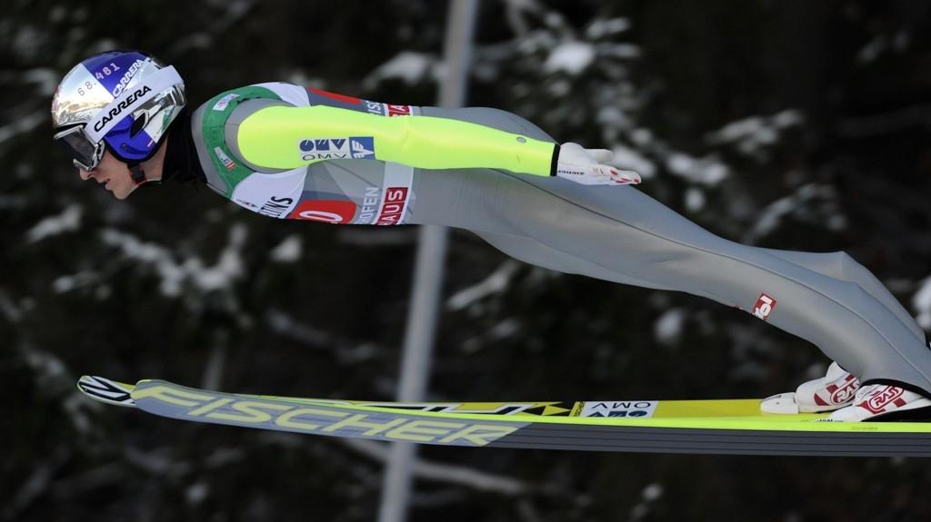 Den østerrikske hoppstjernen Gregor Schlierenzauer fikk æren av å være den første hopperen utfor den nye skiflygingsbakken i Kulm.