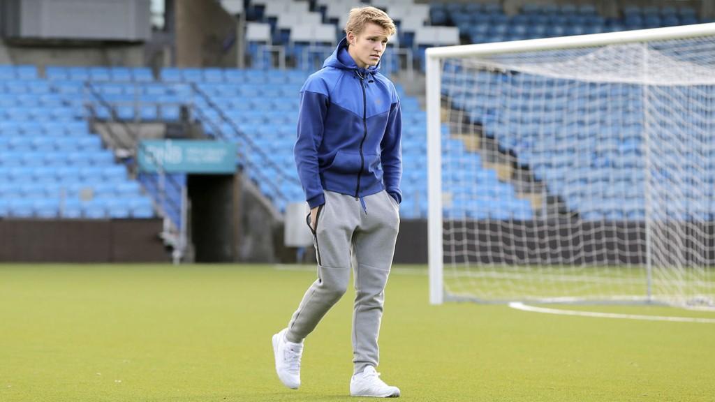 Martin Ødegaard kom hjem til Norge fra sitt Real Madrid-besøk torsdag kveld. Stortalentet landet på Rygge med privatfly.