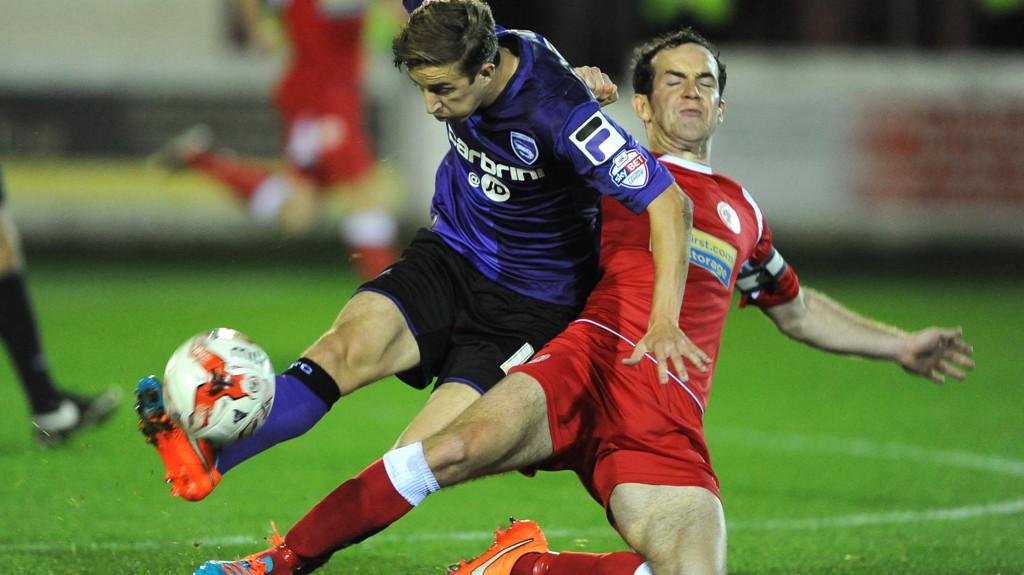 Accrington Stanleys Luke Joyce (til høyre) i en tøff duelle med Morecambes Andrew Fleming i en kamp tidligere i sesongen.