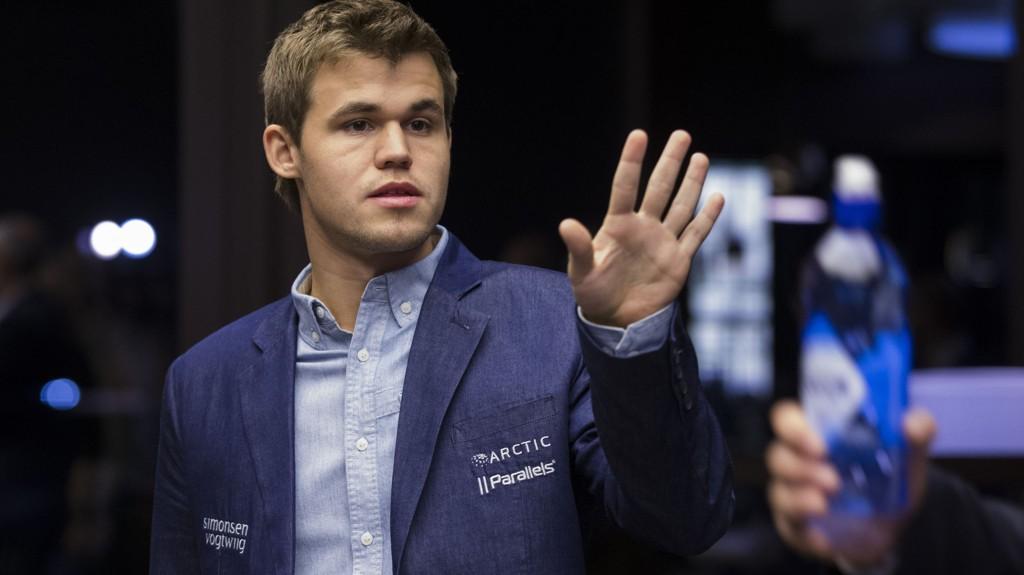 Verdensmester Magnus Carlsen møter Anish Giri når årets første storturnering i sjakk starter lørdag.