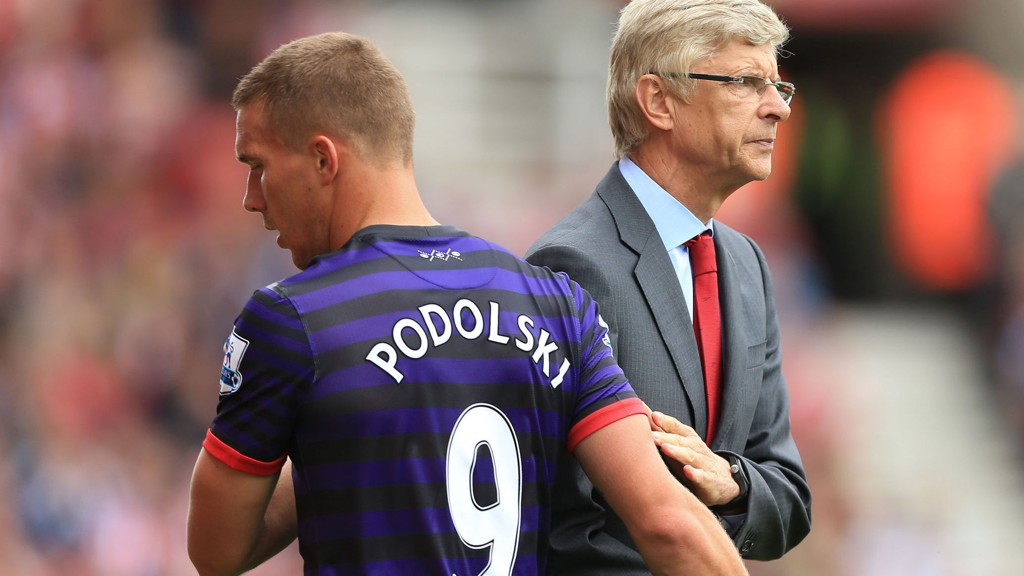 TAR DEBATTEN OFFENTLIG: Arsenals manager Arsene Wenger er ikke enig med Lukas Podolski.