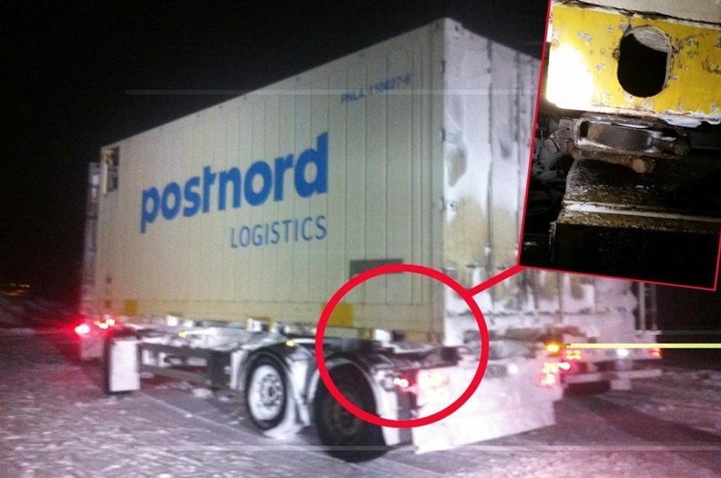 GLEMTE LÅSENE: Dette vogntoget kjørte 18 mil med løse containerne. Sjåføren hadde rett og slett glemt å feste de flere tonn tunge containerne.