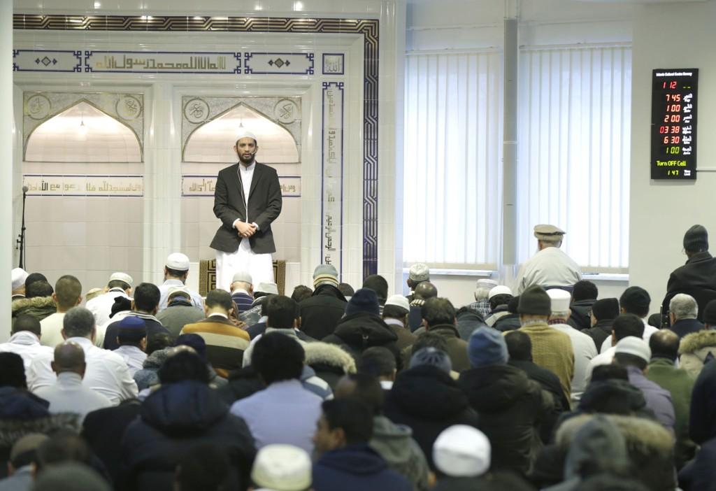 Imam Hamid ALI Farooq under fredagsbønnen ved Islamic Cultural Centre sin moské i Tøyenbekken.