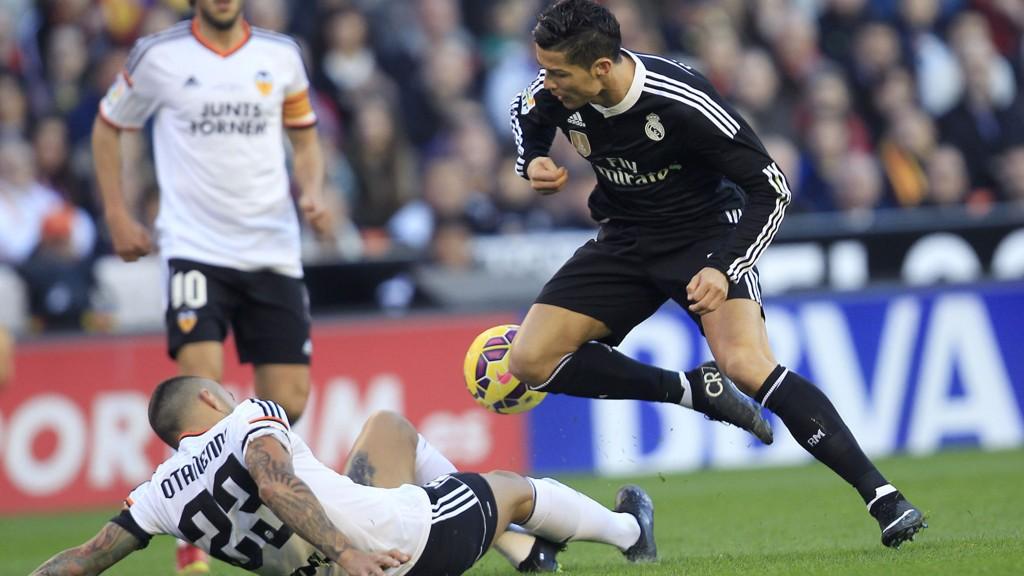 Valencia klarte å temme Cristiano Ronaldo forrige seriekamp og slo serieleder Real Madrid 2-1.