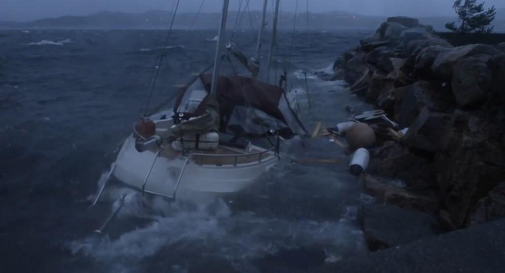 SANK: Du kan se mer av denne båten i video nede i artikkelen.