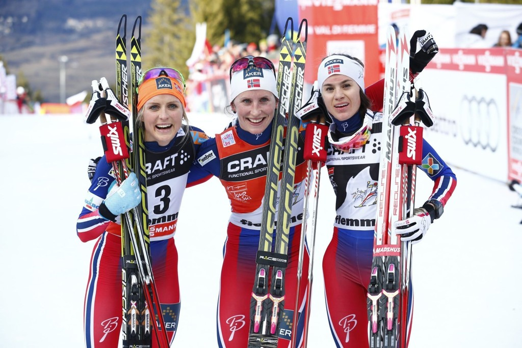 TOK TIL TÅRENE: Heidi Weng var glad på Marit Bjørgens vegne.