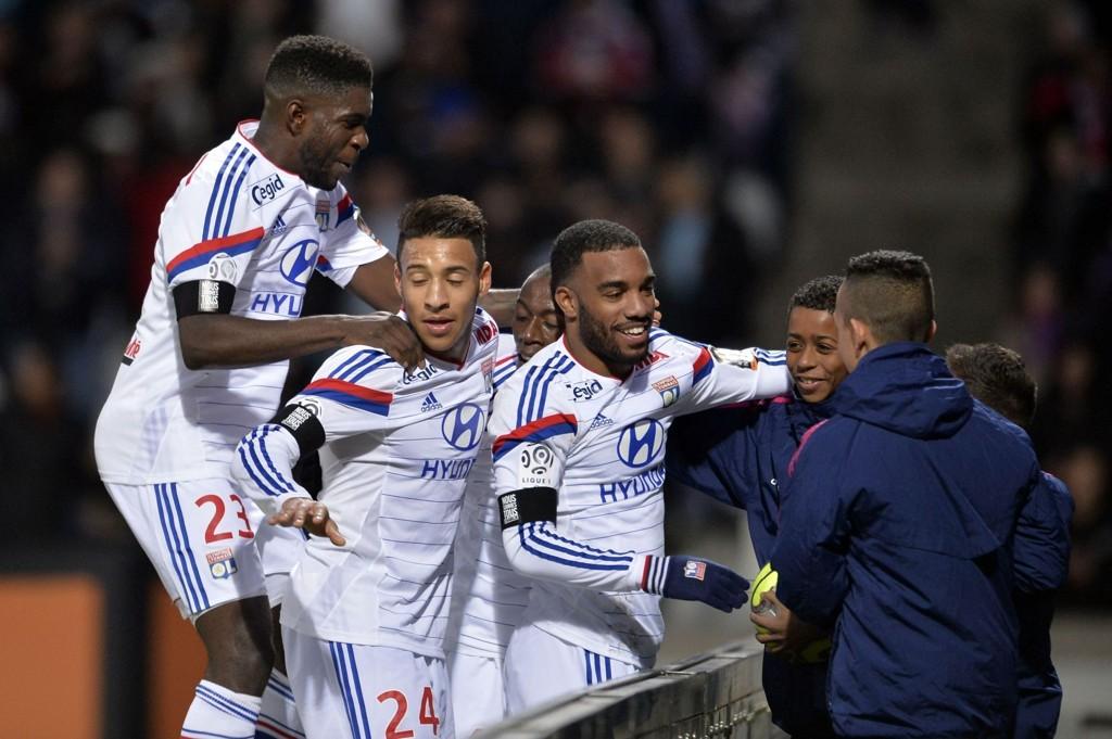 HERJER: Alexandre Lacazette scorer mål på bestilling om dagen og sørget søndag for at Lyon overtok tabelltoppen i Ligue 1.