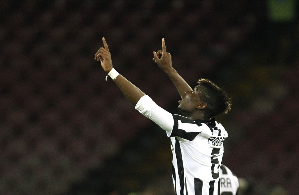 FLOTT SCORING: Paul Pogba bidro til seieren over Napoli en herlig volley-scoring.