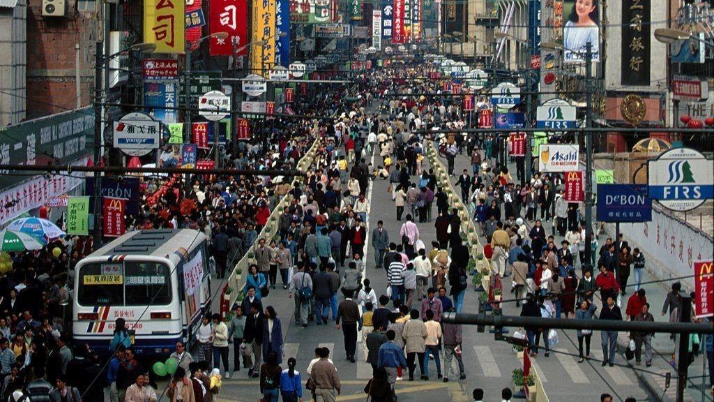 Svak nedgang på flere børser i Asia mandag. Illustrasjonsfoto: Gatebilde fra Shanghai.