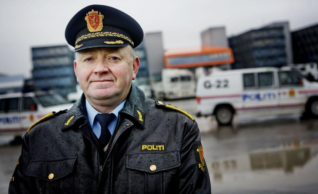 Johan Fredriksen i Oslo-politiet mener det ikke er grunn til å frykte voldelige aksjoner i forbindelse med kveldens to demonstrasjoner.