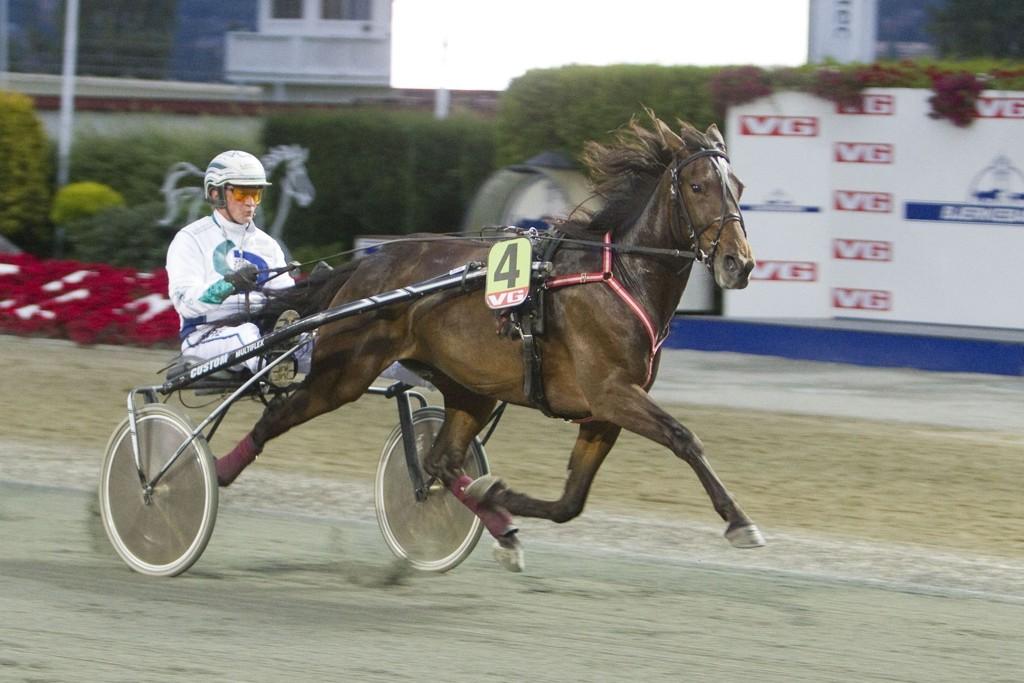 Speedy Mamsell har et fantastisk fint løp foran seg denne tirsdagen. Foto: Anders Kongsrud/www.hesteguiden.com.