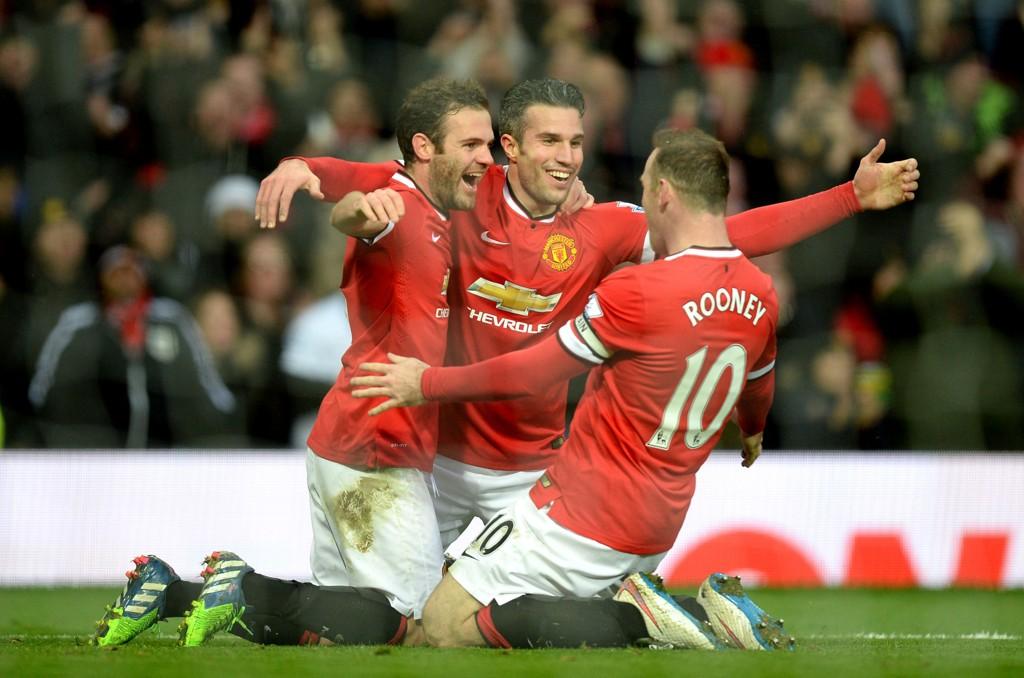 TJENER GODT: Juan Mata, Robin van Persie og Wayne Rooney tjener godt på å spille fotball.