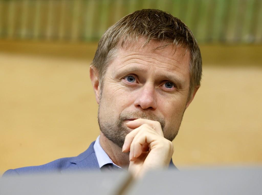 Helse- og onmsorgsminister Bent Høie har mandag levert sine svar på kontroll- og konstitusjonskomiteens syv nye spørsmål om håndteringen av sykehussaken i Nordmøre og Romsdal.