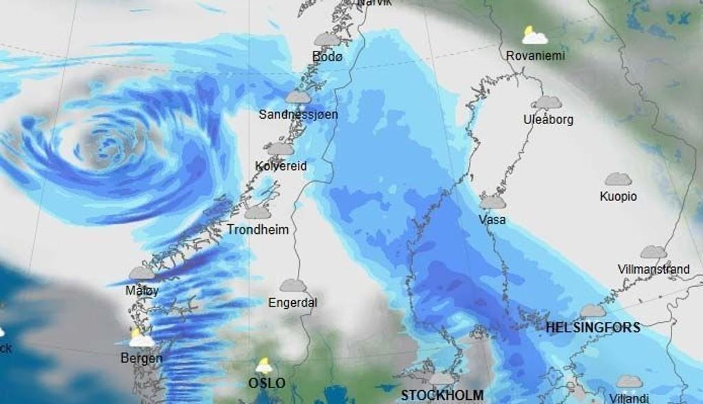 PÅ VEI: Nytt uvær var på vei mot norskekysten mandag kveld.