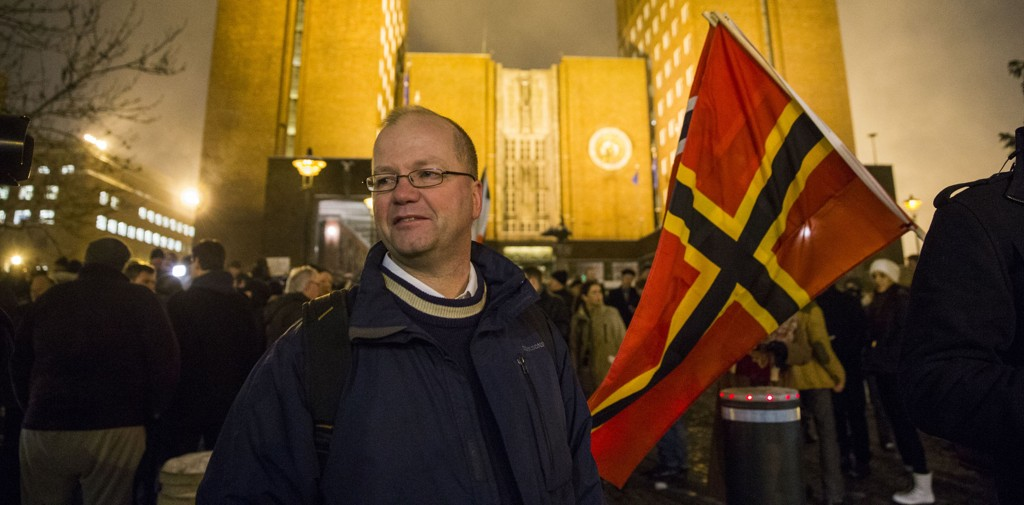 Pegida, med Max Hermansen som frontfigur, demonstrerer mot muslimsk innvandring og påvirkningen fra islam. Hermansen jobber som lærer i Oslo-skolen, og har flere muslimske elever. Uproblematisk, mener byrådsleder Stian Berger Røsland.