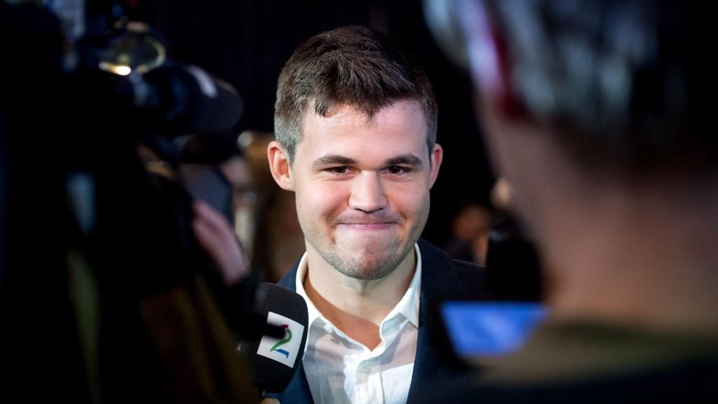 EKSPERIMENTERER: Magnus Carlsen tester nye åpninger. Foreløpig uten suksess.