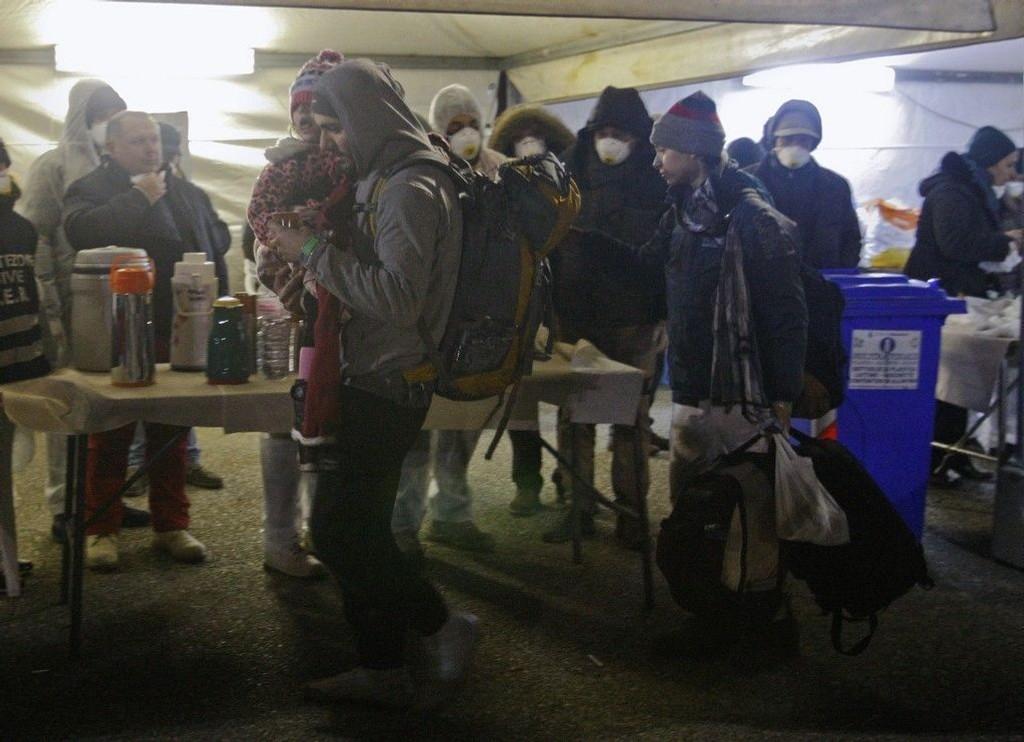 Migranter blir tatt imot etter å ha ankommet Corogliano Calabro i Sør-Italia den 3. januar i år.