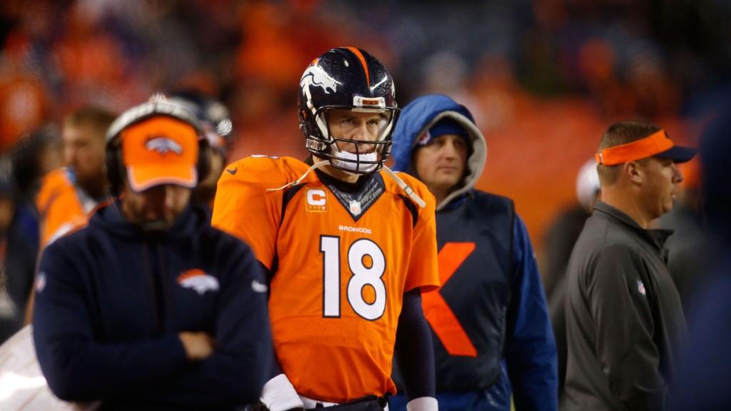 Denver Broncos' quarterback Peyton Manning (38) ønsket ikke å si noe om framtiden etter sluttspilltapet mot Indianapolis Colts søndag.