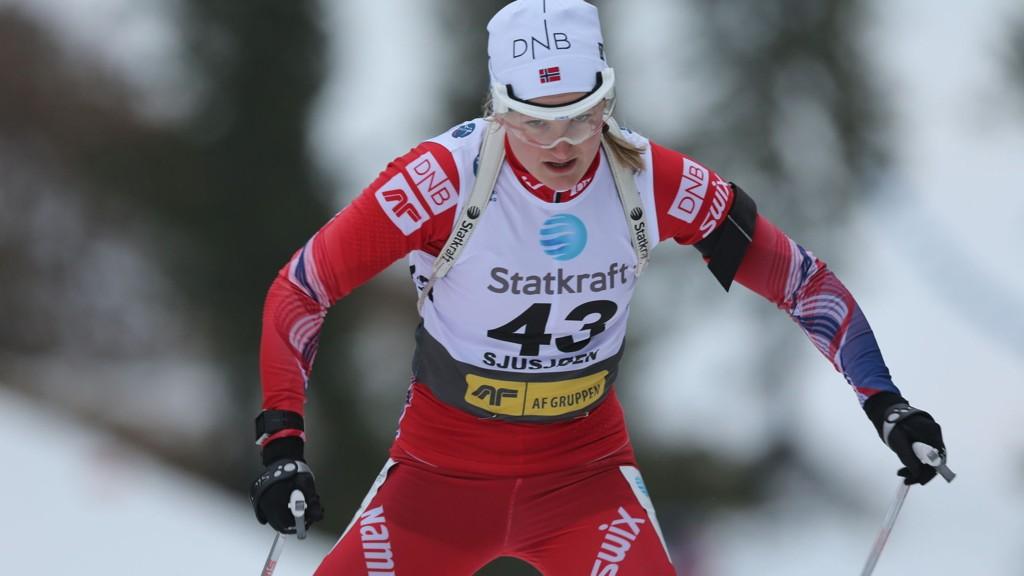 Marte Olsbu går 1. etappe for Norge i onsdagens jentestafett i Ruhpolding.
