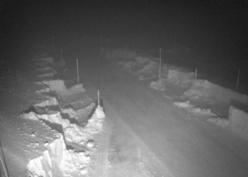 Slik så det ut på riksvei 7 ved Dyranut torsdag morgen klokken 07.30. Hardangervidda er nå stengt for kjøretøy under 7,5 tonn.