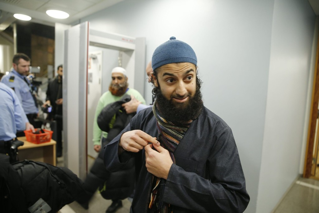 Talsperson for Profetens Ummah, Ubaydullah Hussain, var til stede da Arfan Bhatti ble framstilt for varetektsfengsling torsdag ettermiddag