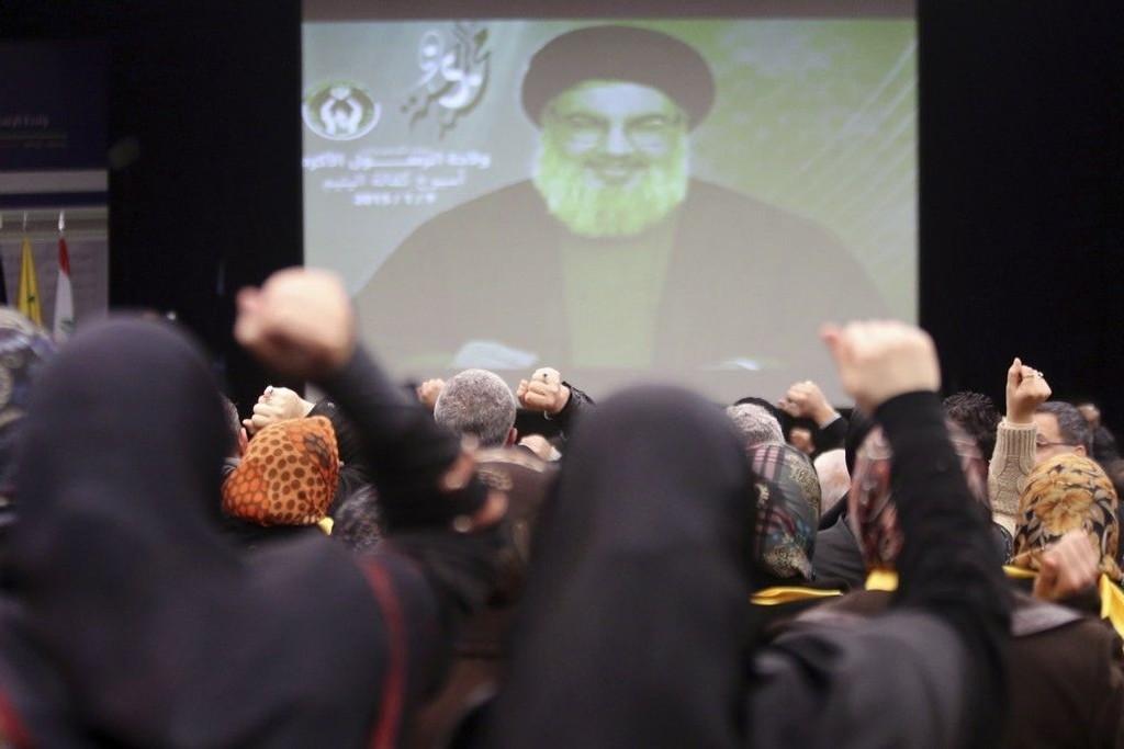 Hizbollah-leder Hassan Nasrallah taler til sine tilhengere via video under en seremoni i Beirut.
