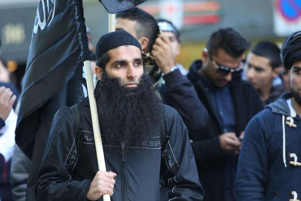 Arfan Bhatti under en demonstrasjon utenfor den amerikanske ambassaden i Oslo i august 2012.