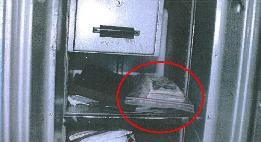 Hjemme hos siktede fant politiet 150.000 kroner i kontanter i en safe. Etterforskerne mener han har drevet lyssky virksomhet i stor stil.