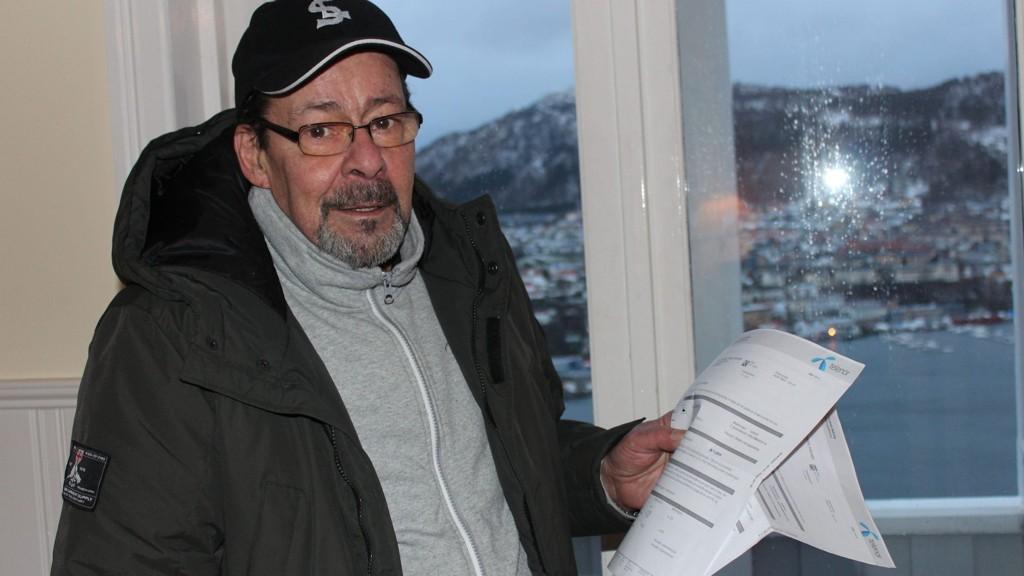 FRUSTRERT: Vidar Strand venter og venter på Telenor - som ikke kommer. Slik har det vært i to måneder nå. Telenor har nå gitt garantier for at bredbåndet han har bestilt er på plass 21. januar.