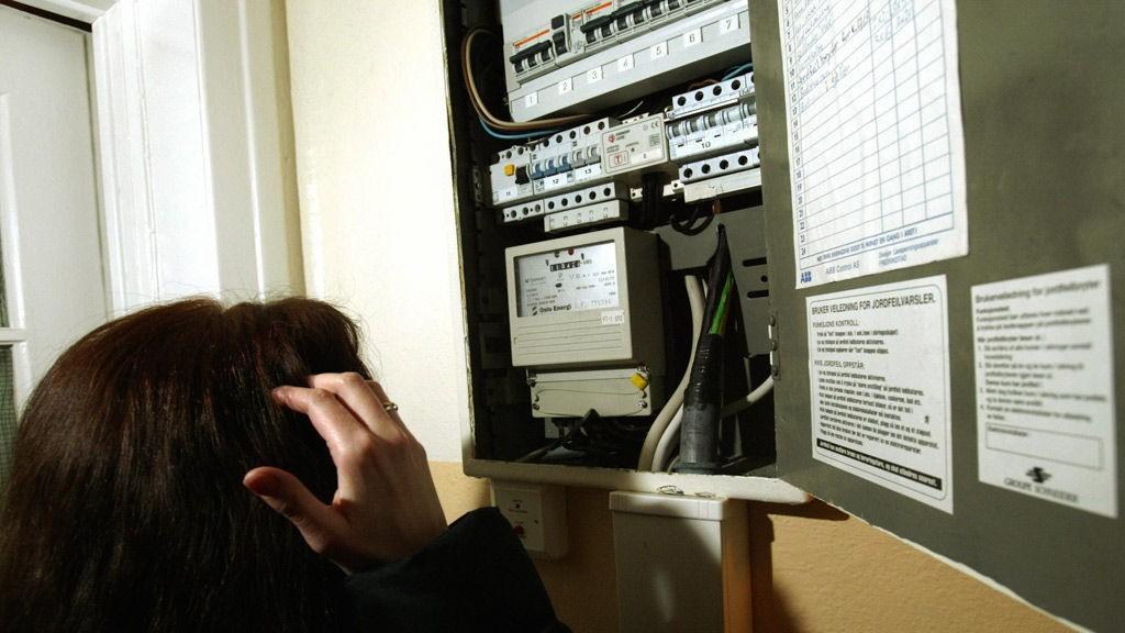 SNART FORBI: Om noen år vil den gamle strømmåleren gå inn i historien. Fra 2019 skal alle kunne ha full kontroll på sitt eget strømforbruk fra time til time.