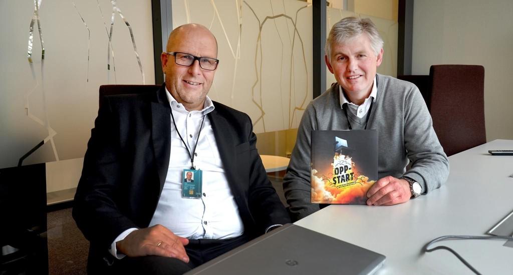 HISTORISK LAV RENTE: DnB-banksjef Jan Johannessen (til venstre) og Morten Tollefsen mener langt flere låntakere bør vurdere å binde lånerenten.