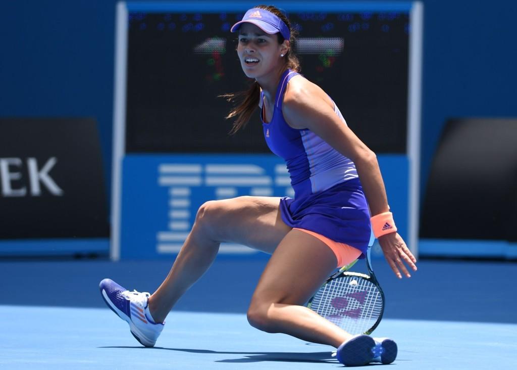 RØK UT I 1. RUNDE: Serbiske Ana Ivanovic faller på rumpa ut av Australian Open.